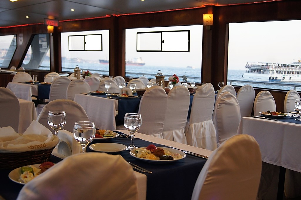 Bosphorus Dinner Cruise Daily Tour In Istanbul 2