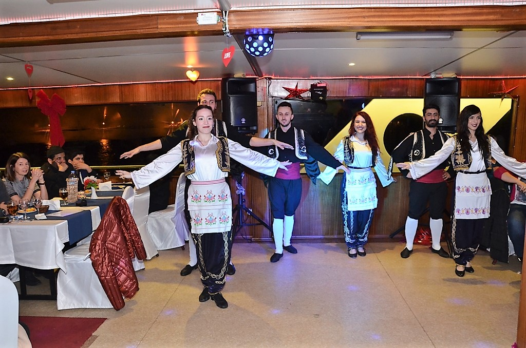 Bosphorus Dinner Cruise Daily Tour In Istanbul 4