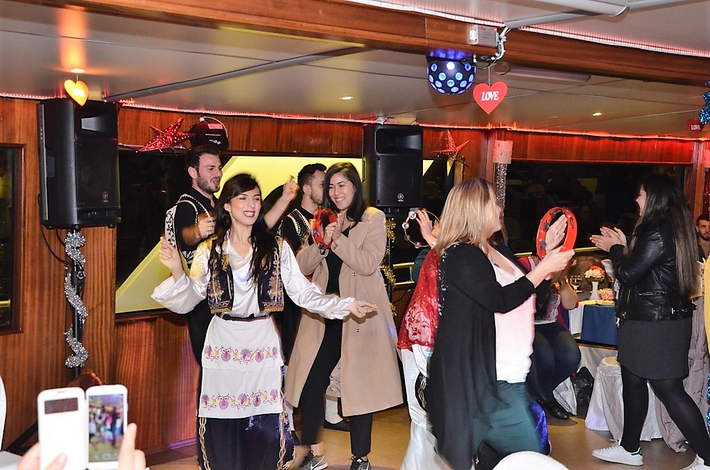 Bosphorus Dinner Cruise Daily Tour In Istanbul 5