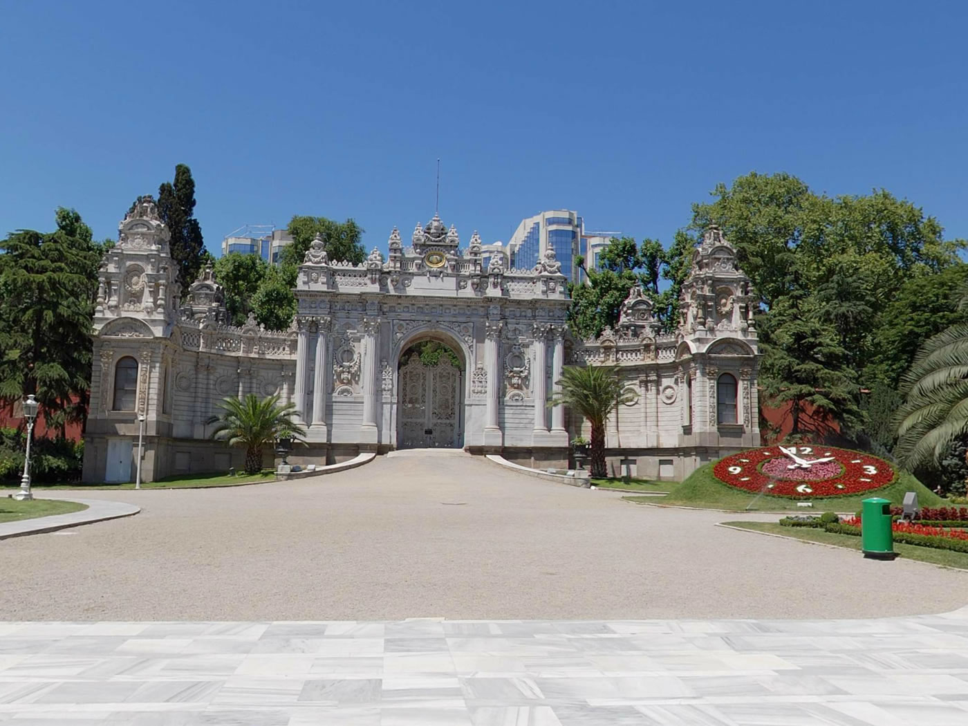 Dolmabahce Palace And Two Continents Daily Tour In Istanbul